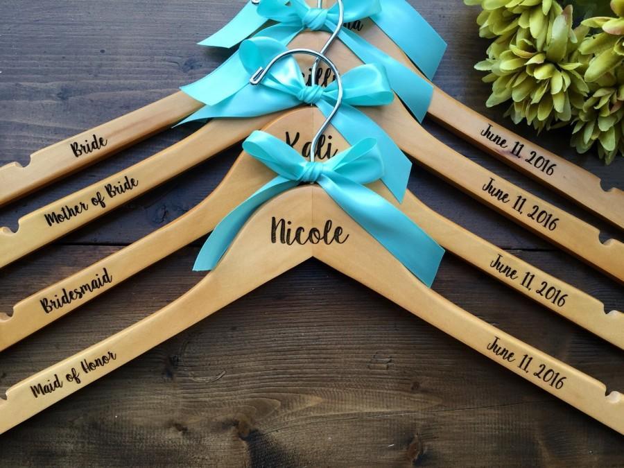 Свадьба - Set of 7 Engraved Bridesmaid Hangers, 7 Hangers, Name Hanger, Wedding Hanger, Personalized Bridal hanger, Bridal Gift, name hanger