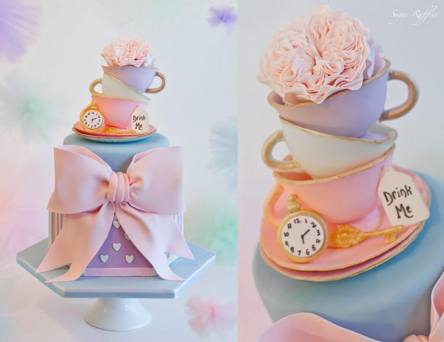 زفاف - Alice In Wonderland Cake
