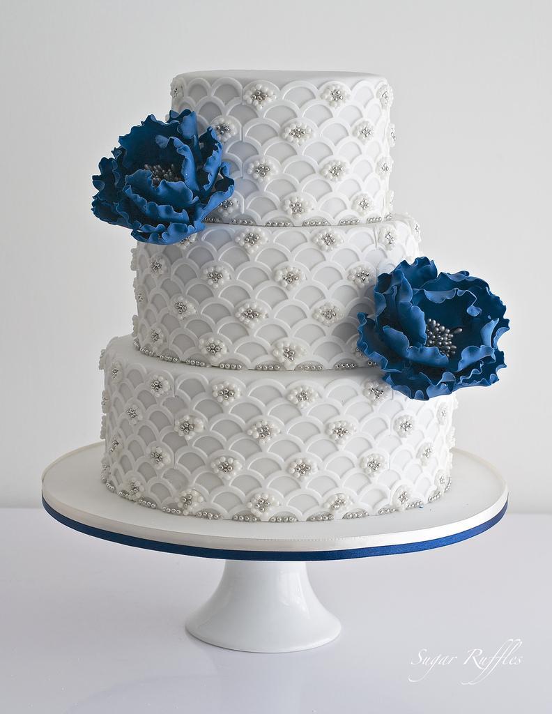 زفاف - Scalloped Wedding Cake With Blue Peonies