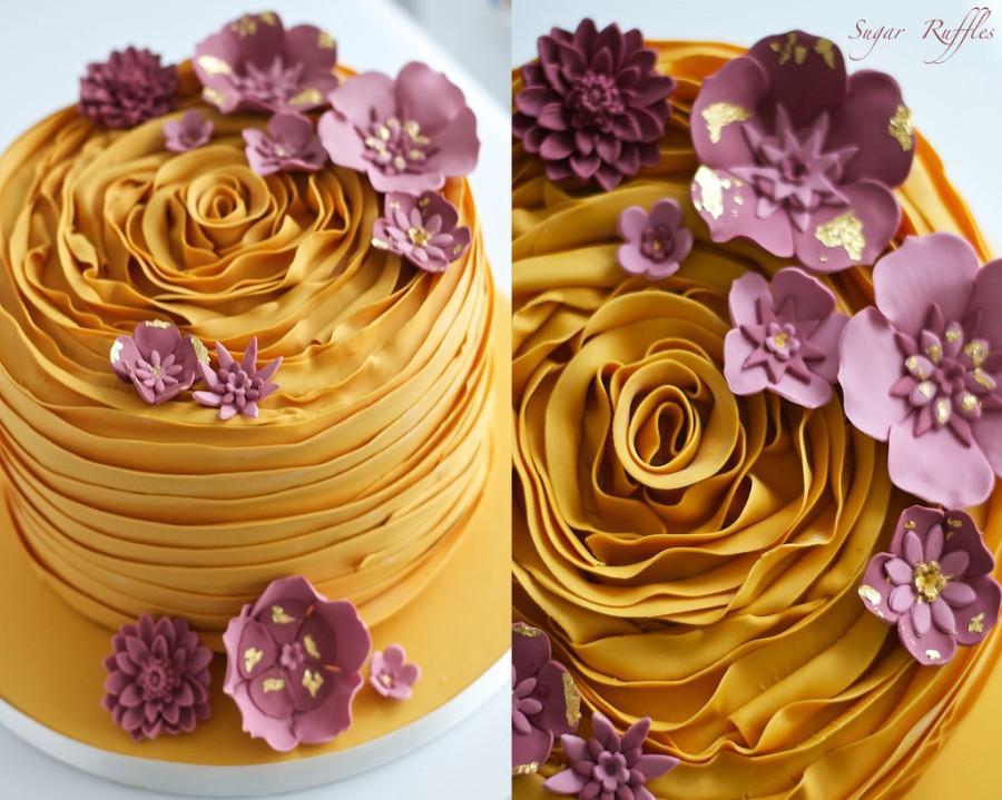 Свадьба - Gold Ruffle Cake