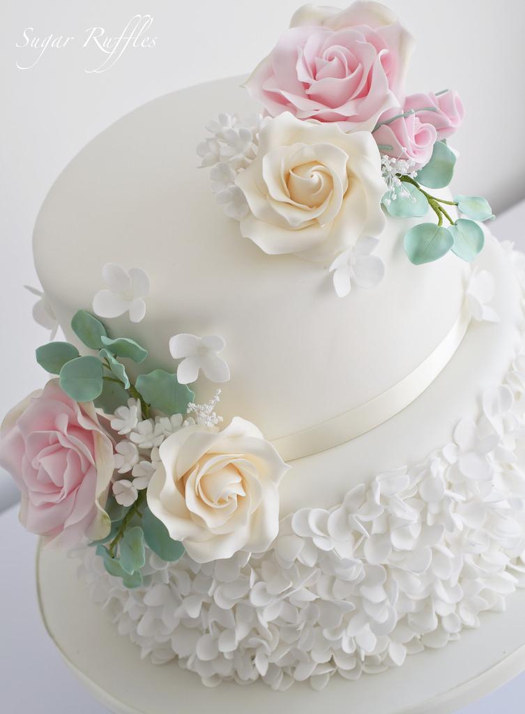 Свадьба - Wedding Cake With Petal Ruffles And Sugar Flowers