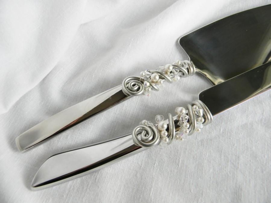 simple and elegant swarovski crystals and pearls beaded wedding cake knife and server serving. Black Bedroom Furniture Sets. Home Design Ideas
