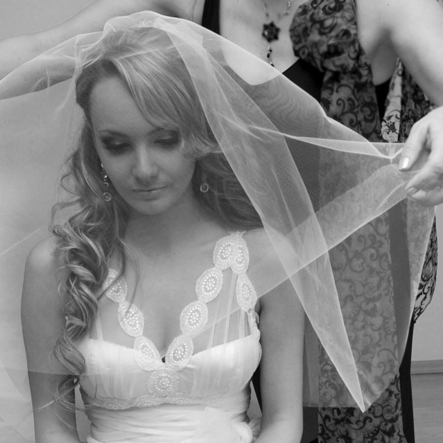 Свадьба - Two-tiered blush veil, hip length drop veil, short veil, plain cut edge, bridal veil, wedding veil, ivory veil with comb.