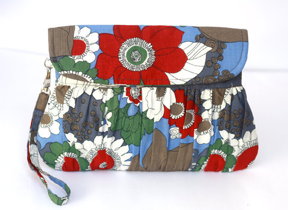 Свадьба - Bridesmaid clutch, bridal clutch, bridesmaid gift, floral red, blue, gray and white