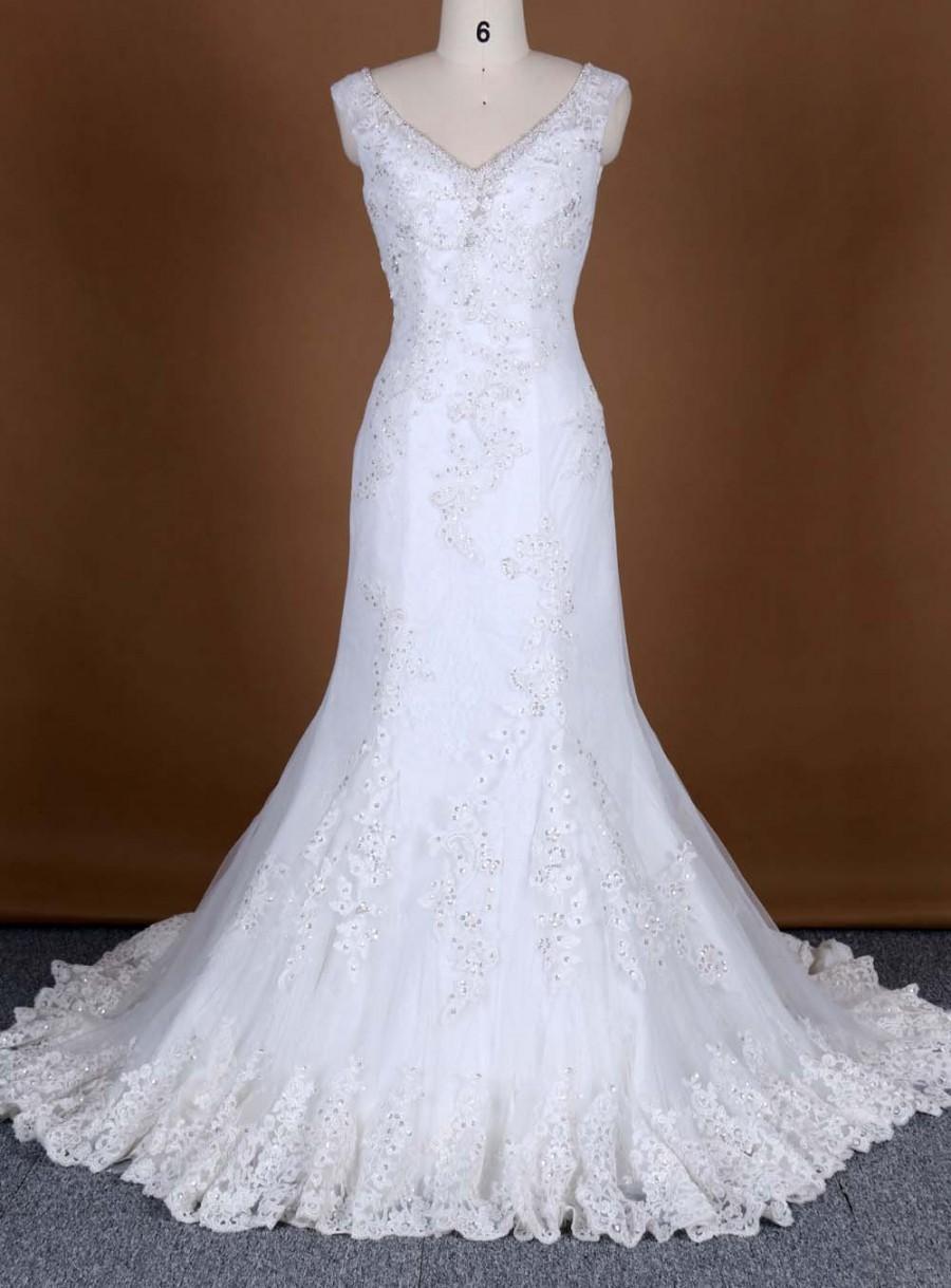 Mariage - Delicate wedding dress, beading lace bridal dress, Ivory, sleeveless, mermaid shape, big train, zipper up