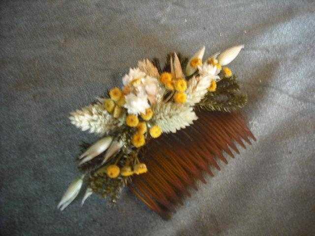 Свадьба - Dried flower hair comb made with Wheat, Tansy and Oats.  For your fall wedding.