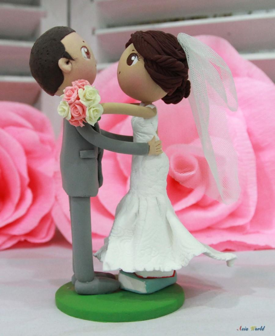 Mariage - Wedding cake topper Bride stands on books clay doll, bridal shower clay miniature, clay figurine wedding gift, clay couple decoration