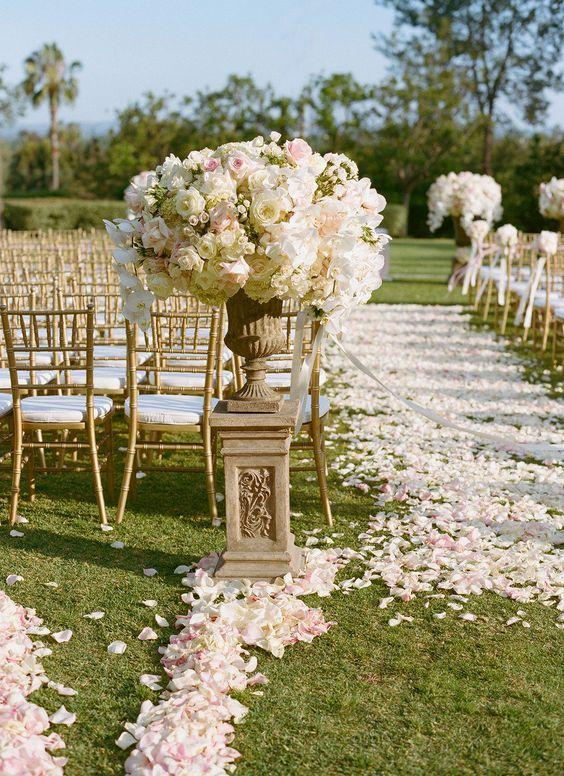 Свадьба - The Prettiest Petal Aisles For A Fairytale Wedding Ceremony