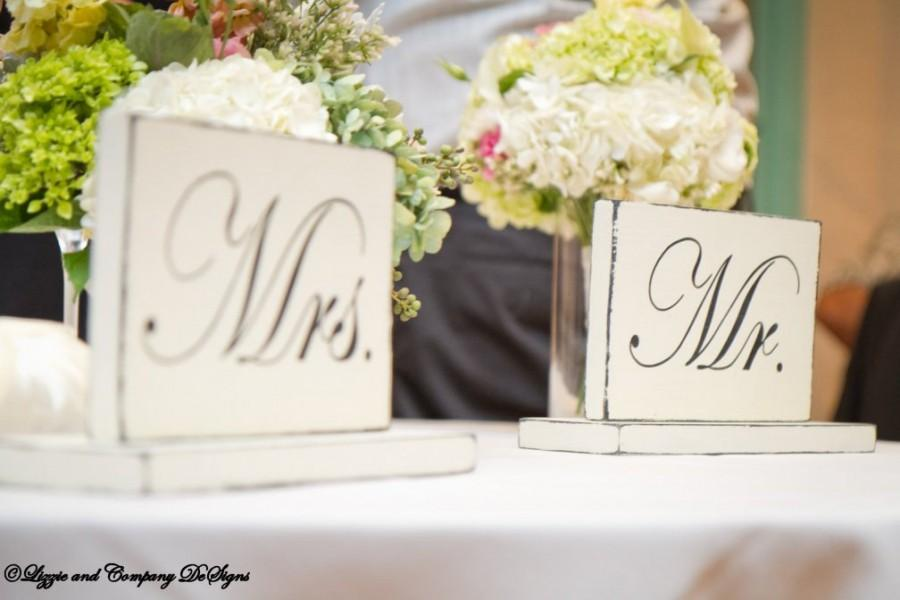 Wedding - MR AND MRS SiGnS - SweetHeart Table Signs - Classic STyLe WeDDiNG PRoP - SHaBBy AnD PRiMiTiVe - 10 X 6 - Distressed Ivory