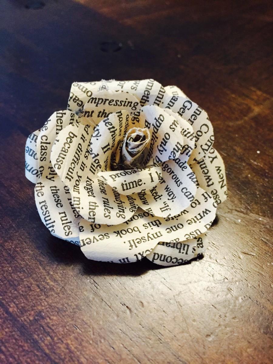 Свадьба - Beautiful Paper Roses {Set of 12}, Book Page Flowers, Paper flowers, Wedding Decor, Bridal, Shower, Bride, Flowers, Roses, Vintage, Rustic