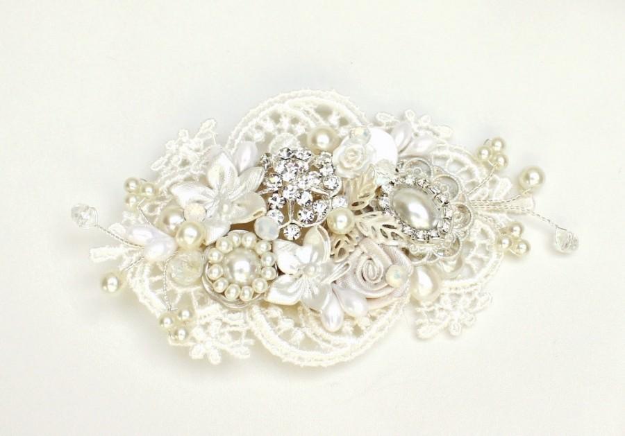 Mariage - Bridal Hair Accessory- Rhinestone & Pearl Bridal Comb-Floral Bridal Hairpiece-Bridal Hairpiece-Off white bridal comb-Lace-Romantic- Haircomb