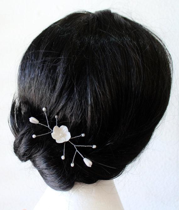 Hochzeit - White Flowers hair Pin - Small Hair Flowers, Wedding Hair Flowers, Bridal Hair Pins, Wedding, White Bridal Hair Flowers