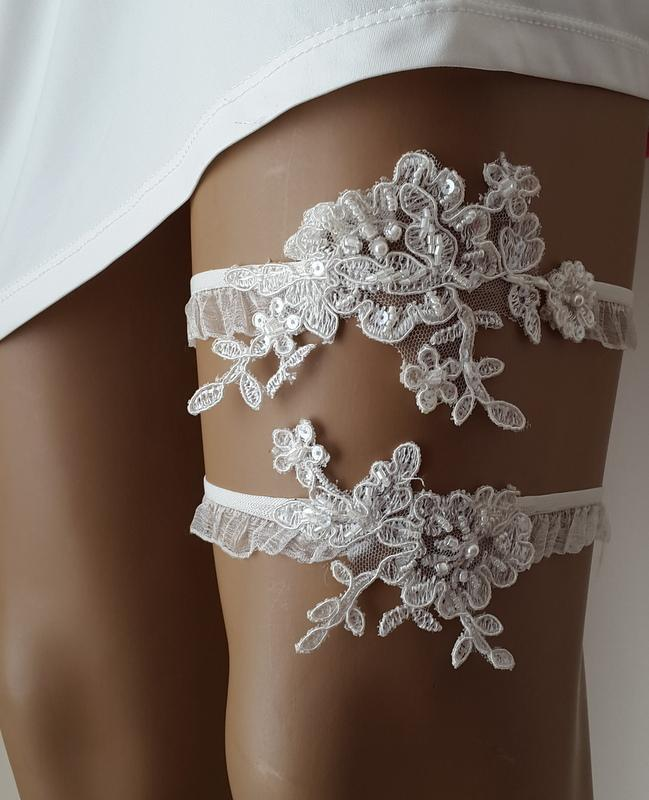 Mariage - https://www.etsy.com/listing/288183567/garter-toss-garters-ivory-lace-wedding?ref=shop_home_active_1