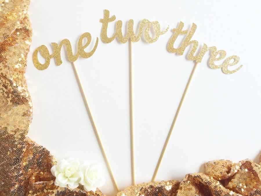 Mariage - Glittery Cursive Table Numbers for Floral Arrangements (Perfect for wedding/baby or bridal shower/anniversary party Table numbers on sticks)