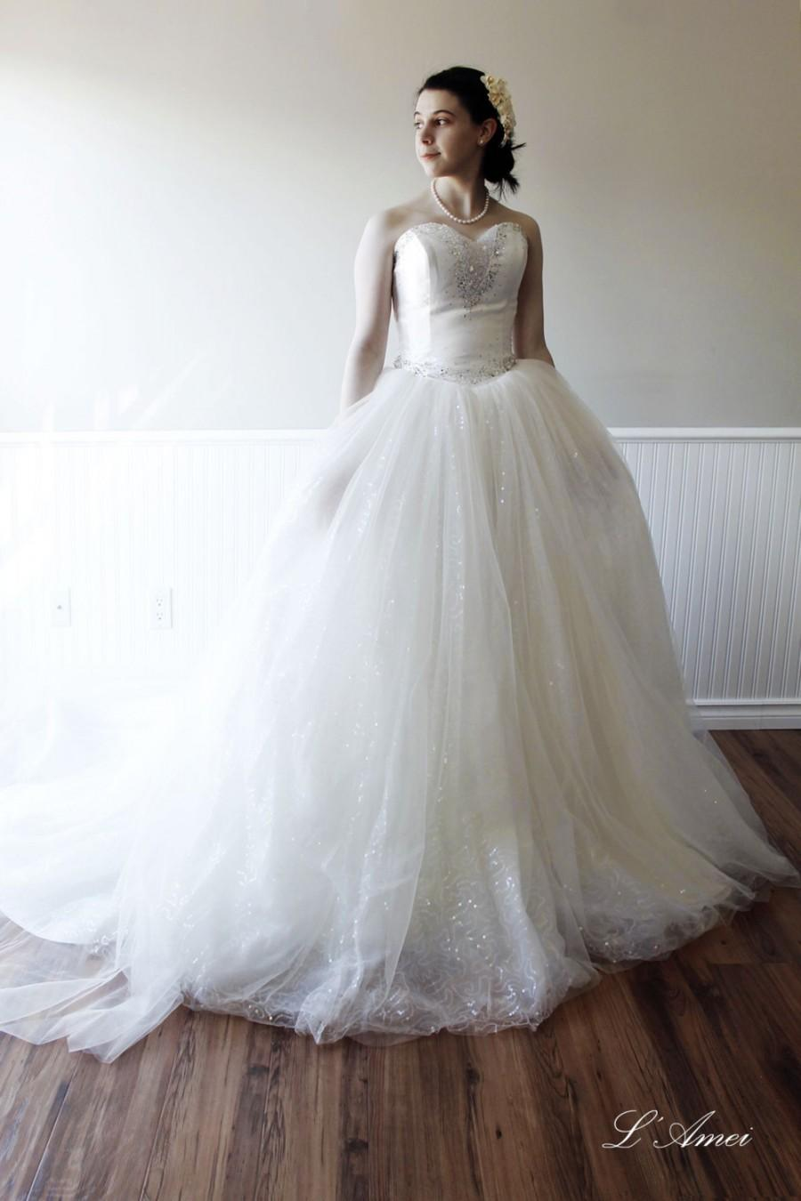 Simple design sexy ivory wedding ball gown with beaded for Big tulle ball gown wedding dress
