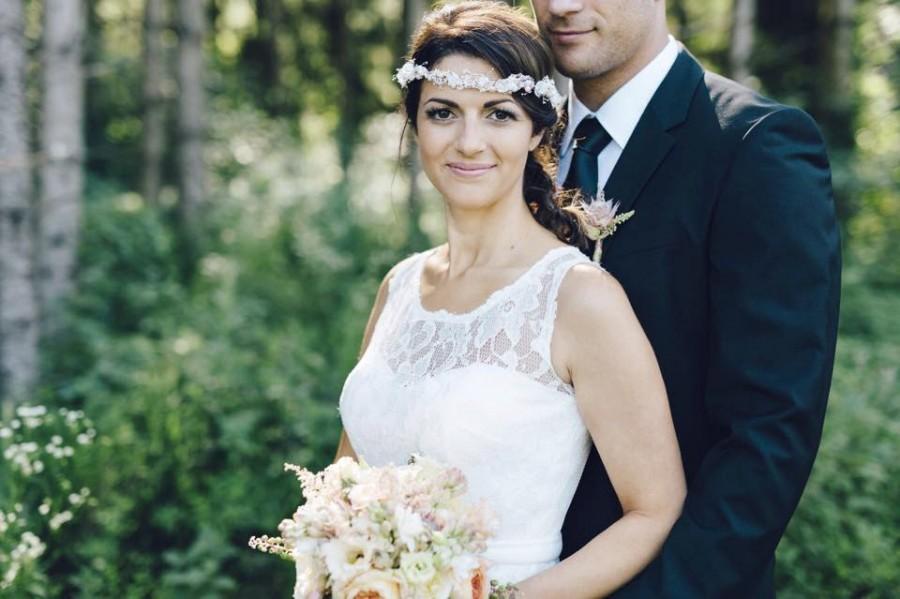 Mariage - Bridal flower crown, Wedding hair accessories, Ivory wreath, Floral headband, Rustic headpiece, babys breath wedding, style ***Eve***