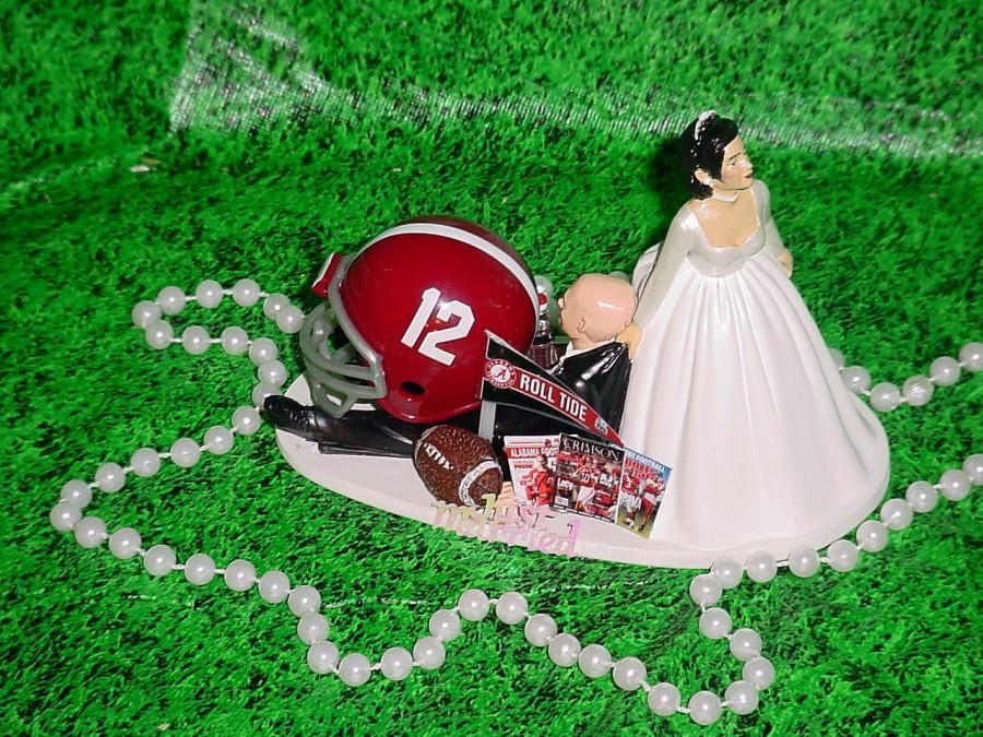 Свадьба - Tan Skin Bride Alabama Crimson Tide College Football Bald Head Grooms Fun Wedding Cake Topper-TCF12