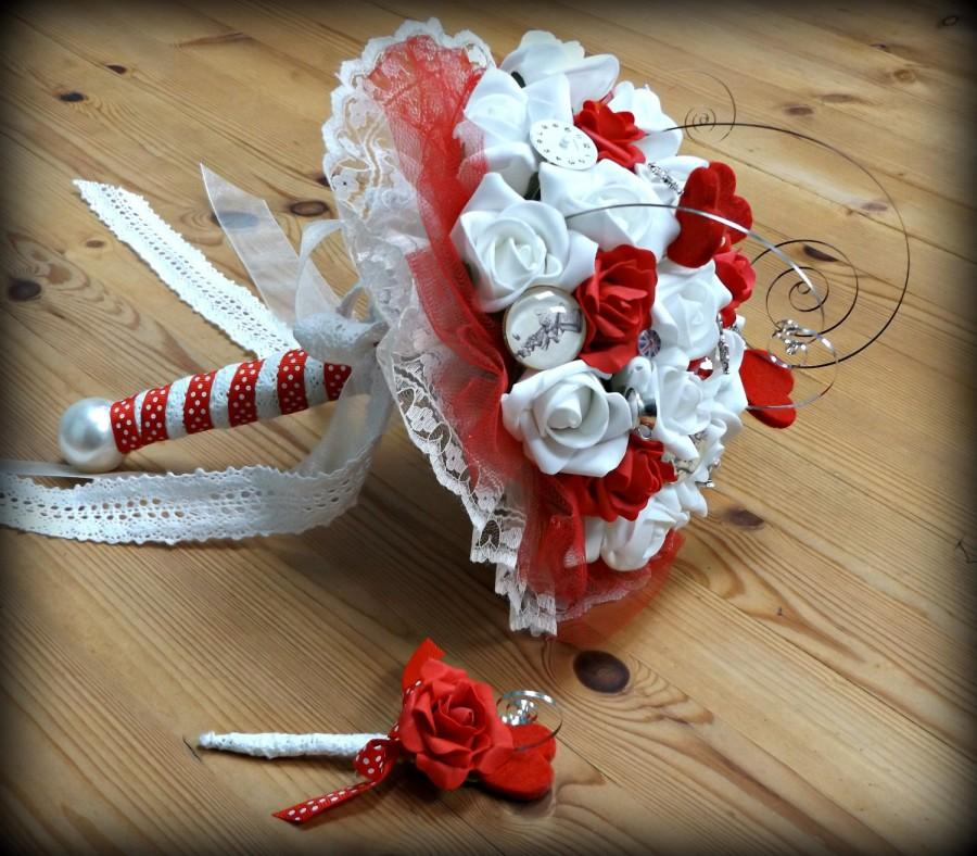 Mariage - Ivory and Red rose Alice in Wonderland Steampunk bouquet.