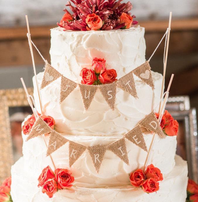 Hochzeit - Just Married Burlap Cake Banner Topper-Wedding Cake Banner