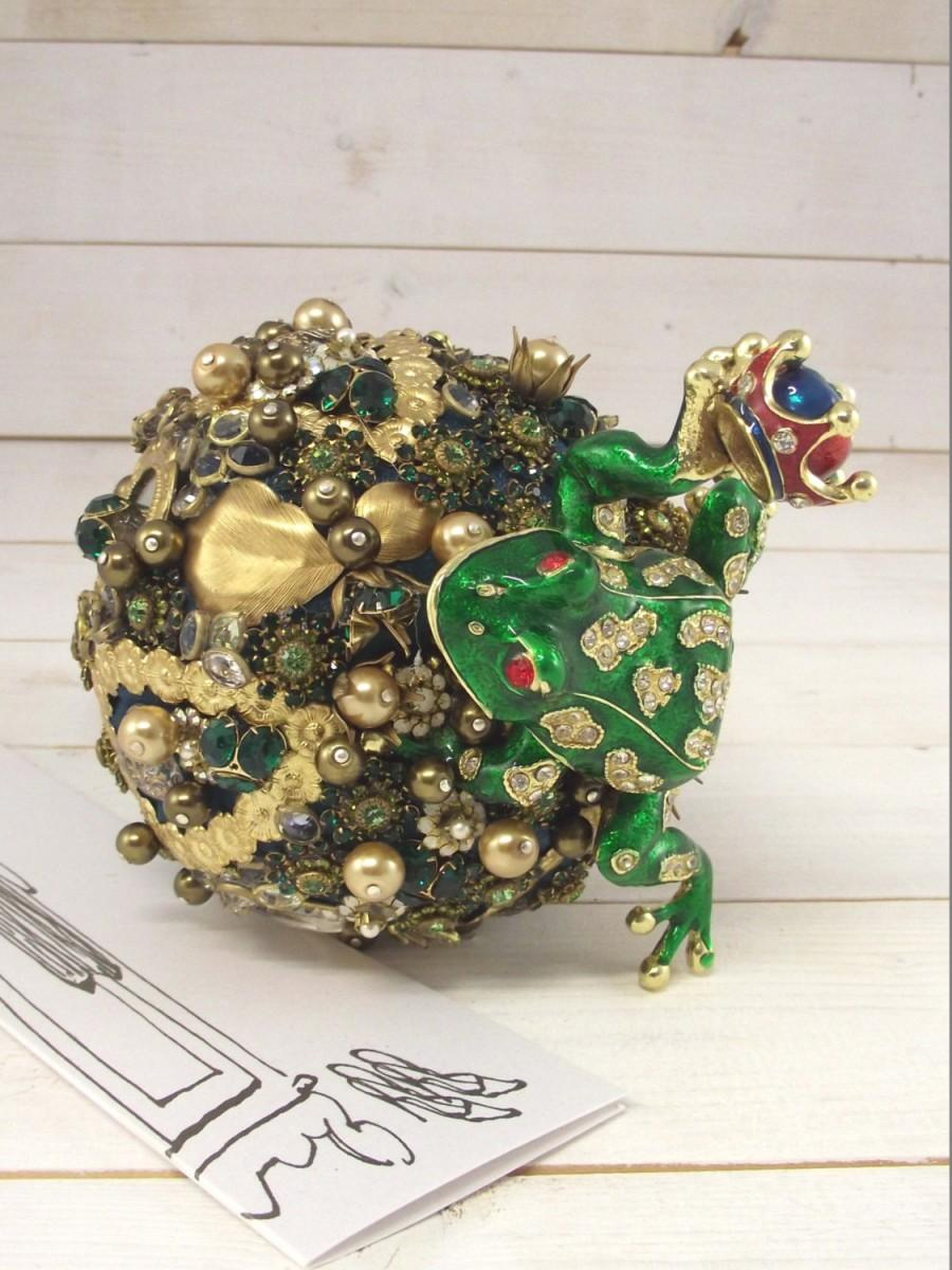 Wedding Bouquet Kiss The Frog With An Enamelled Jewelry Box