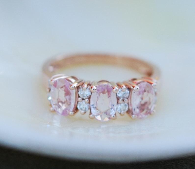 Mariage - Peach sapphire anniversary ring 3 stone ring 14k rose gold diamond ring by Eidelprecious.