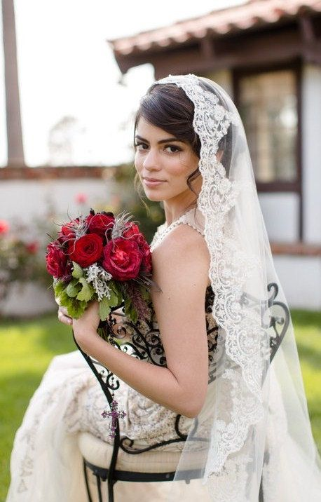 Mariage - Beaded Lace Veil In Fingertip Length Spanish Wedding Veil, Classic Bridal Veil, Lace Veil Mantilla