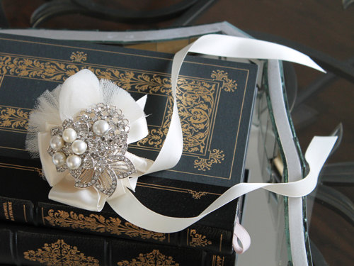 Mariage - Sale - Brooch Corsage with rhinestone and pearl brooches for the Mother of the Bride and other Ladies on the wedding day