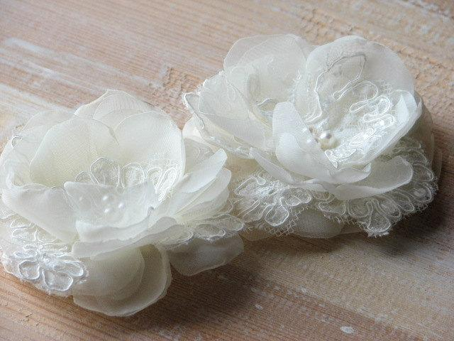 Mariage - Ivory hair flowers Ivory hair pin Ivory lace hairpiece Wedding hair flower Ivory wedding flower Ivory hair pin Wedding headpiece Ivory clips