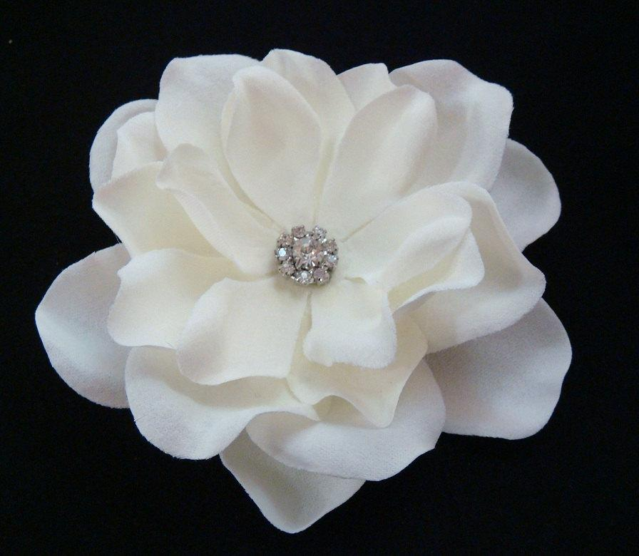 Hochzeit - Sparkling Elegant Simplicity PETITE flower / Bridal Ivory Flower Hair Clip Small Sparkly Rhinestone / light ivory hair flower