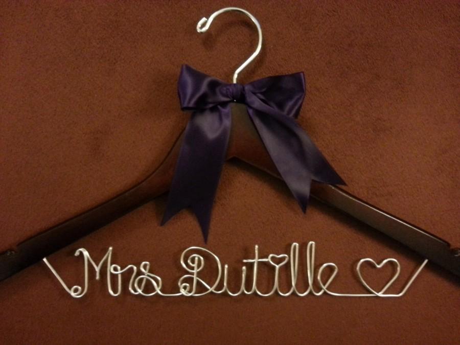 زفاف - One line Personalized Wedding Hangers,last name hanger, Bridal Hangers, Bride gift,weddings,custom made, Name Hanger,shower gifts