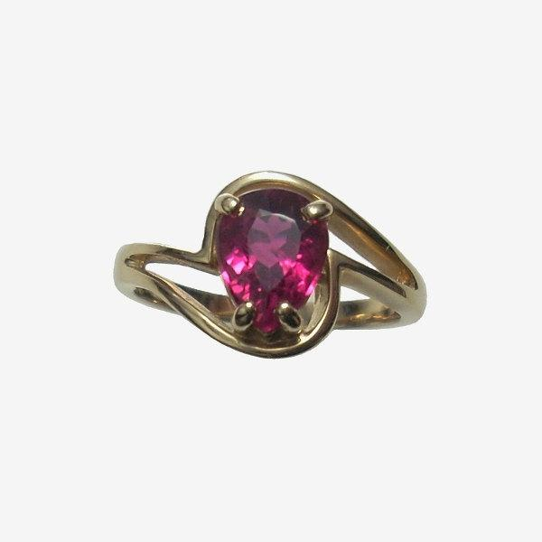 Mariage - Red Tourmaline Engagement Ring 14K Yellow Gold Size 7 Rare Natural Faceted Gemstone Rubellite Jewelry 1.75 Carats Vintage Ladies Ring