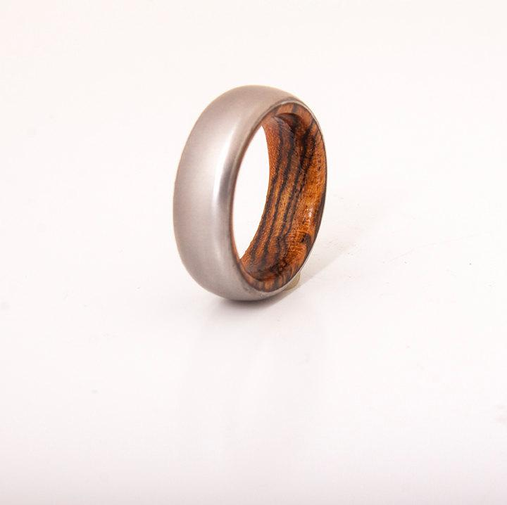 Mariage - mens wedding ring titanium ring with wood bocote ring wedding band