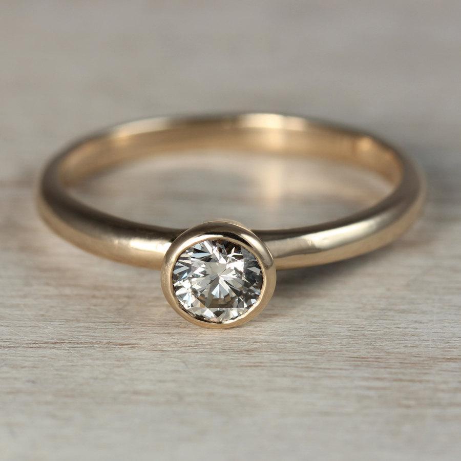 Mariage - 5mm Ethical Gold or Palladium Diamond Engagement Ring, Forever Brilliant Moissanite Engagement Ring, or Moissanite Engagement Ring
