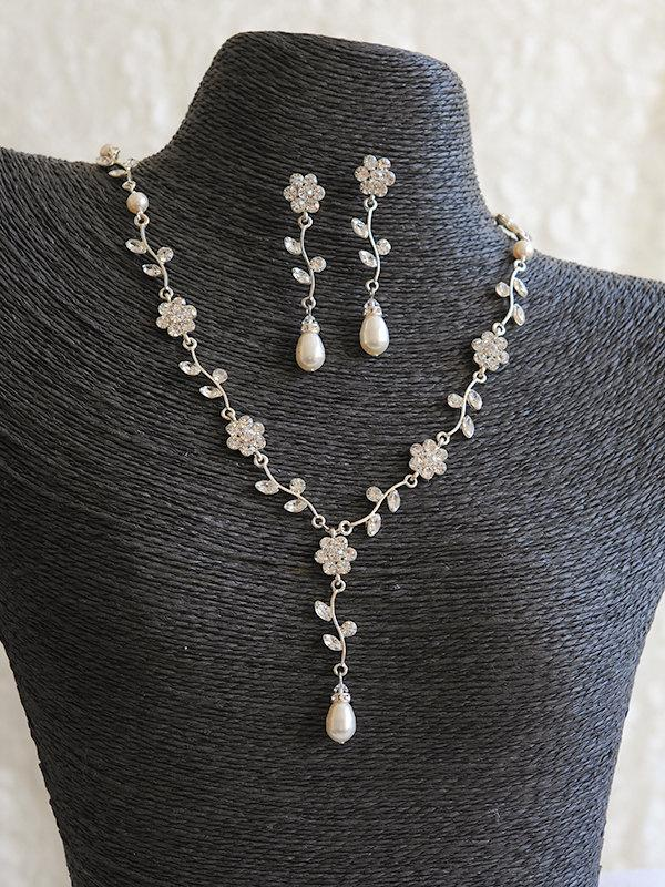 Свадьба - Bridal Jewelry SET, Flower and Leaf Bridal Pearl Necklace and Earrings, Crystal Rhinestone Wedding Vine Necklace and Earrings, FLEUR