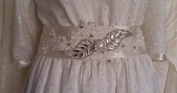 Свадьба - Wedding sash belt, Wedding accessories, Bridal sash, ivory lace bridal belt sash, Wedding lace and pearl sash, Satin ribbon with rhinestone