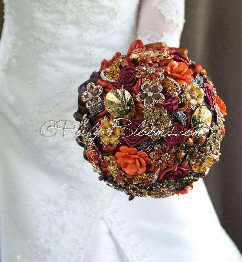 "Свадьба - Gold Autumn Wedding Brooch Bouquet. ""Autumn Transition"" Fall Wedding Bouquet, Vintage Crystal Bridal Broach Bouquet, Ruby Blooms Weddings"
