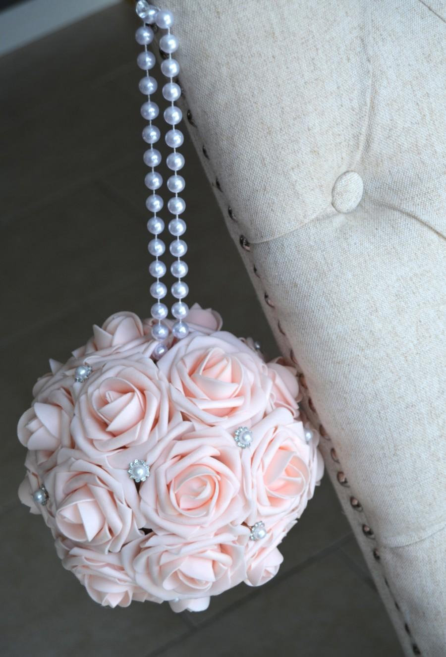 Mariage - PINK BLUSH Kissing Ball with Brooch & PEARL handle. Flower Ball. Pomander. Wedding Centerpiece. Flower Girl. Real Touch Roses. Choose Color.