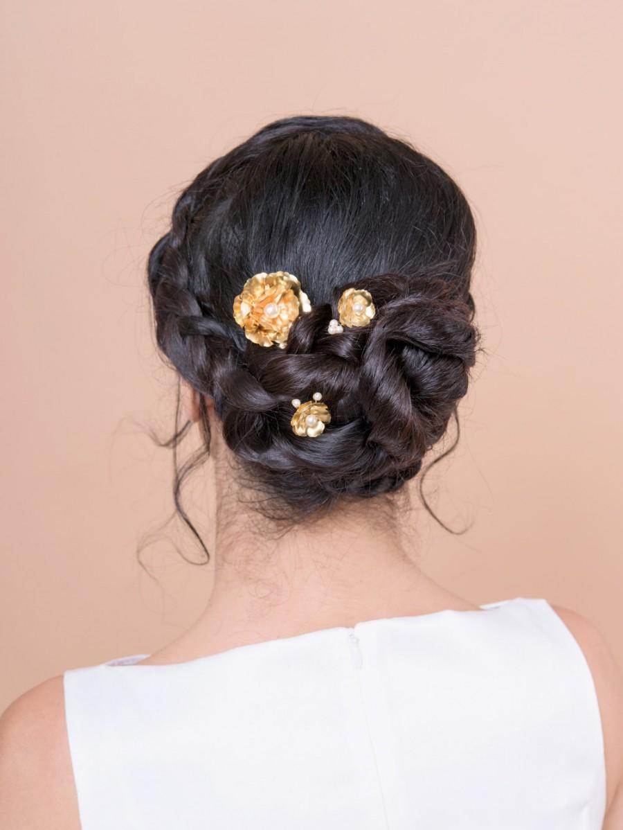 Mariage - ROSE bobby pins with swarovski pearl wedding bridesmaids or bride