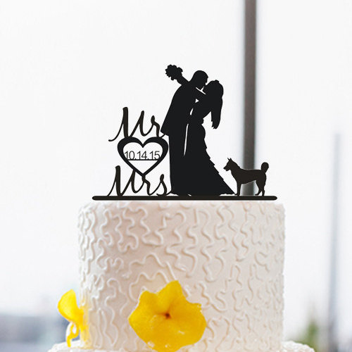 Mariage - Silhouette Cake Topper With Dog-Wedding Couple Cake Topper-Custom Mr and Mrs Last Name Cake Topper-Bride and Groom Wedding Cake Topper