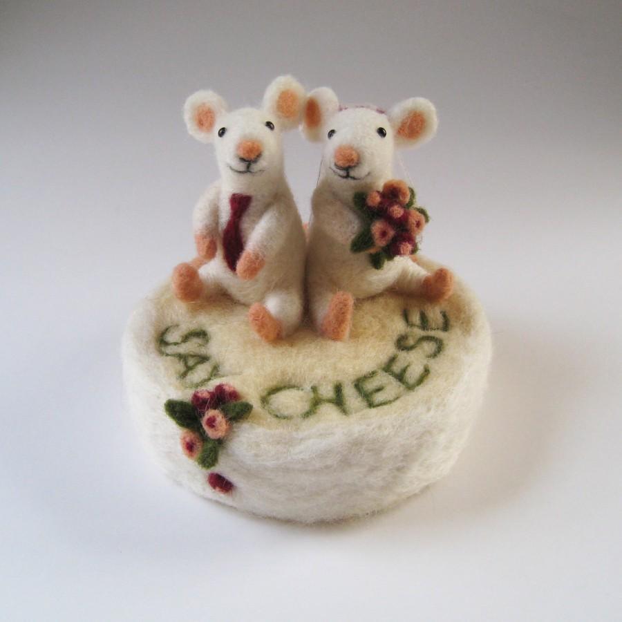 Свадьба - Wedding cake toppers custom made, needle felted animal and bird sculpture