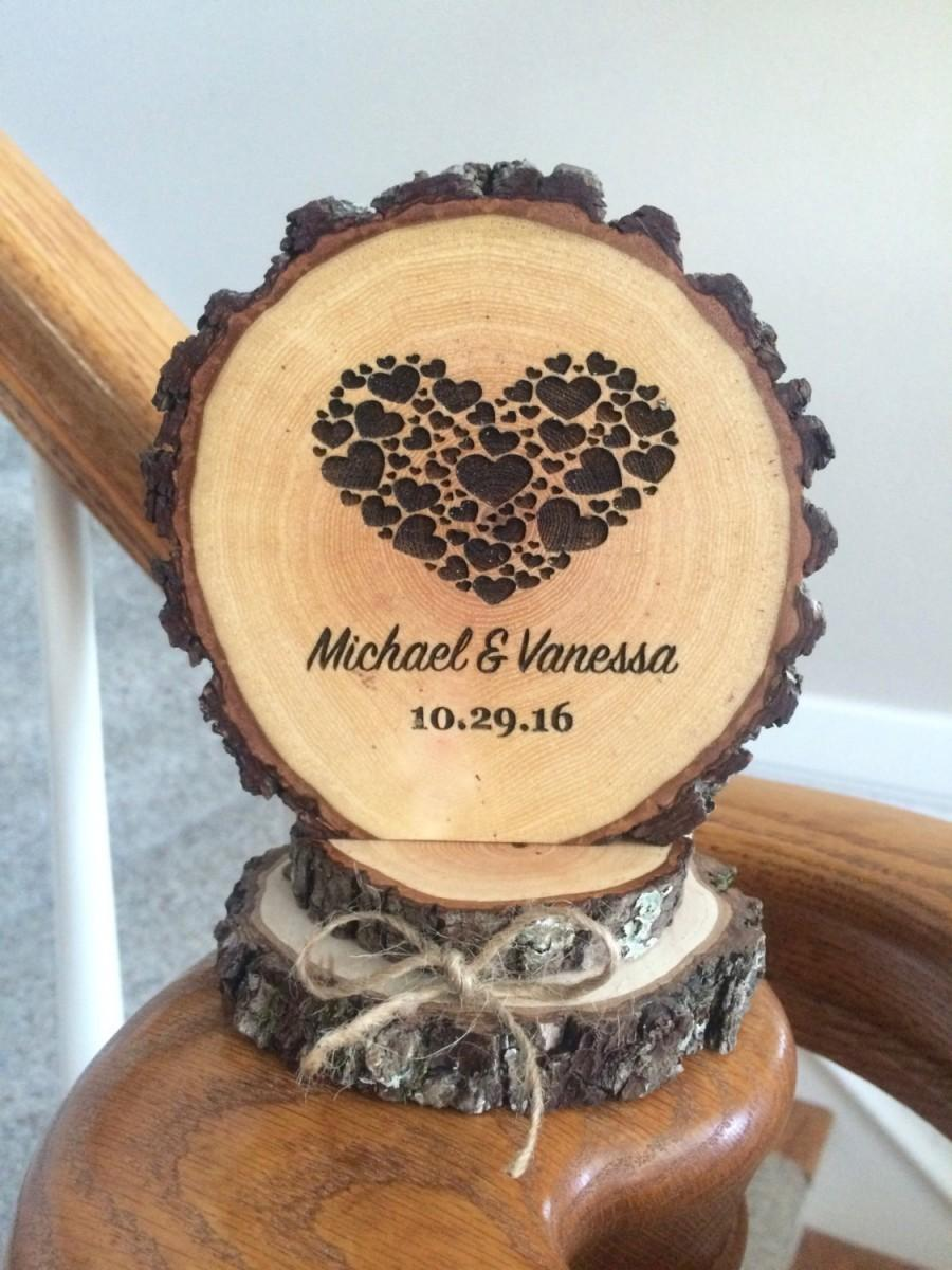 Свадьба - Rustic Wood Wedding Cake Topper, Wood Slice Topper, Custom Cake Topper, Engraved Cake Topper, Heart Cake Topper, Barn Wedding