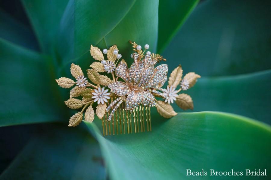 Mariage - Gold Flower Gold Leaf Wedding Hair Comb,White Enamel Flower Gold Leaf Bridal Hair Comb,Woodland Wedding Hair Comb,Boho Wedding