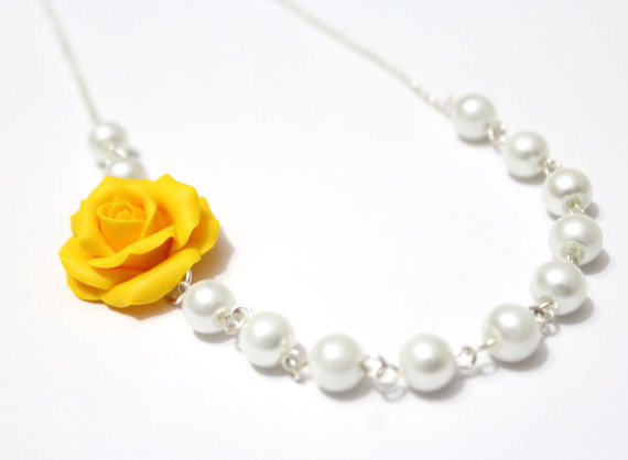 Mariage - Bridesmaid Jewelry Yellow rose, Yellow Flower Necklace, For Her, Jewelry, Wedding White pearl, Rose Bridesmaid Jewelry, Bridesmaid Necklace