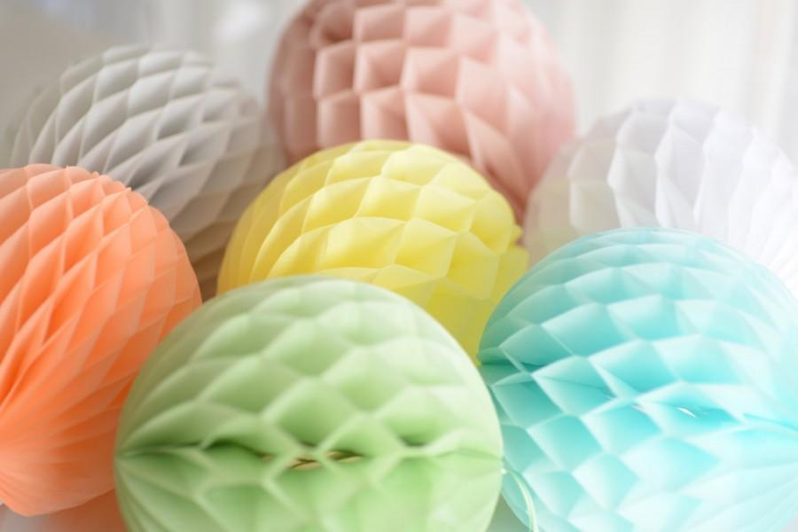 Hochzeit - 10 honeycombs in sizes set - your colors / wedding party decorations / birthday decor / hanging paper balls