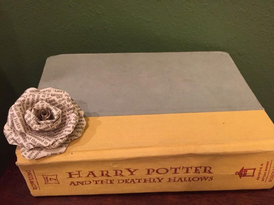 Свадьба - Harry Potter Paper Roses {Set of 12}, Harry Potter, Book Page Flowers, Paper flowers, Wedding Decor, Bridal, Flowers, Roses, Vintage, Rustic
