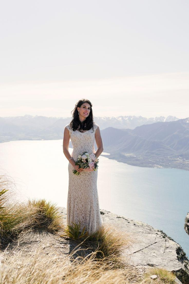 زفاف - This Bride   Groom Arrived To Their Mountaintop Elopement In A Helicopter