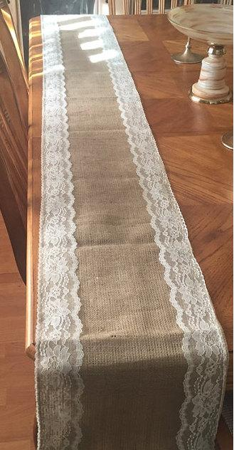 Mariage - Burlap & Trim Lace Table Runner with a Variety of Lace Color Options. Great for Weddings and Other Special Events. Rustic and Chic.