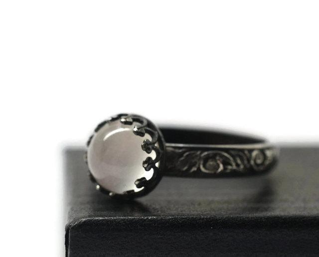 Mariage - White Moonstone Engagement Ring, Oxidized Renaissance Ring, Black Floral Band, Natural Gemstone, Handforged Silver Ring
