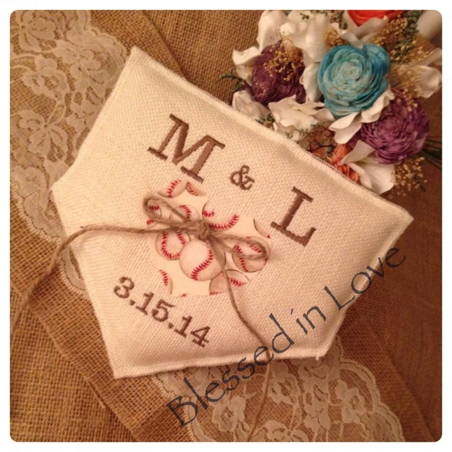 Свадьба - Baseball wedding, baseball themed, Wedding Ring Pillow, Off white Burlap, personalized Wedding ring bear pillow,  Product ID# 2014-034