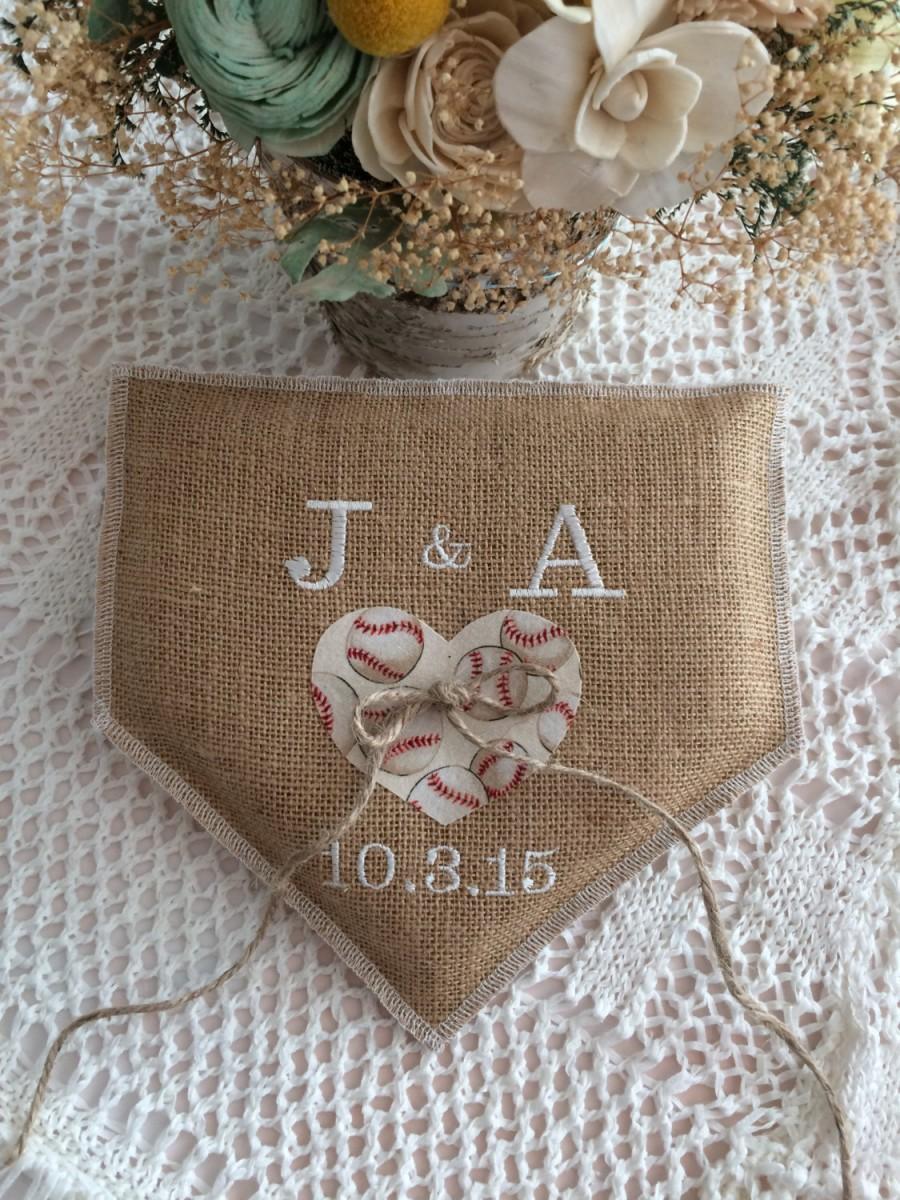 Mariage - Baseball wedding, Wedding Ring Pillow, Natural Burlap, personalized Wedding ring bearer pillow, Product ID# 2014-036